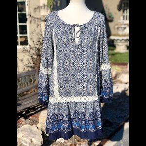 Easel size M blue and white tunic dress